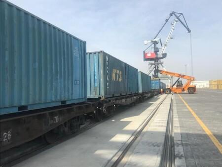 Bakı Limanında ilk dəfə olaraq tökmə yükün konteyner vasitəsilə daşınması həyata keçirilib