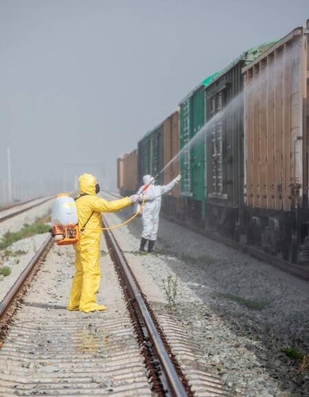 Yük qatarlarında dezinfeksiya işləri davam etdirilir