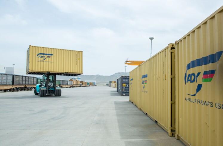 İşğaldan azad olunmuş ərazilərə ilk konteyner blok qatarı yola salınıb